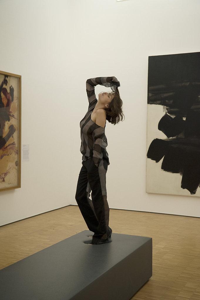 Laetitia Casta Kazuo Shiraga Sans titre 1957 Soulage Peinture 260x202cm 1963 Centre Pompidou Paris 2016