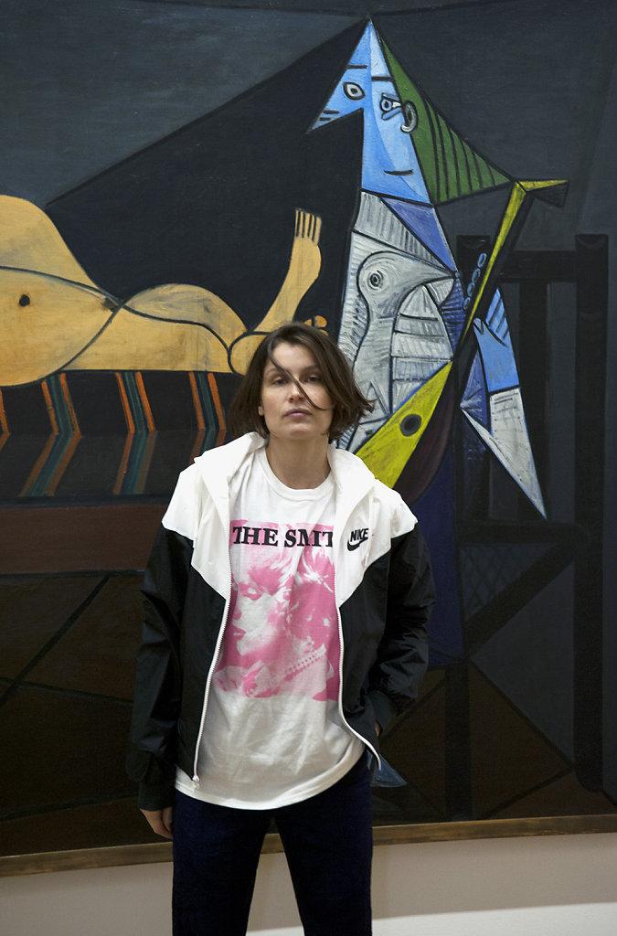 Laetitia Casta devant L'Aubade de Pablo Picasso Centre Pompidou Paris